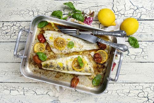 ελληνικη κουζινα μαγερικη περκα κρεμμυδια πατατες baby
